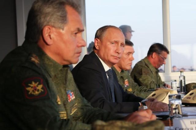 Путин-Шойгу-696x464